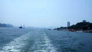 Вид на залив с кормы лодки