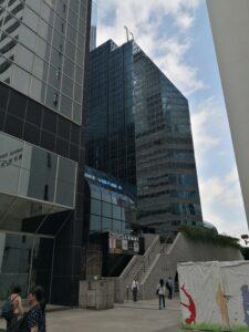 Соседнее здание где происходит замена